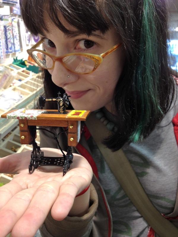 Sunday Snapshot: Teeny Tiny Sewing Machine   Red-Handled Scissors
