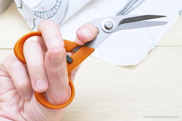 Review: Fiskars Detail Scissors & Seam Ripper-in-one with Multipurpose Organizer | Red-Handled Scissors