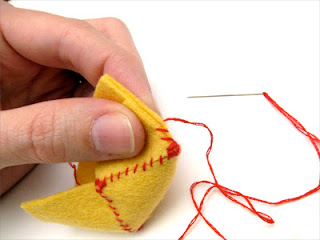 Tutorial: Embroidery Floss Travel Box | Red-Handled Scissors