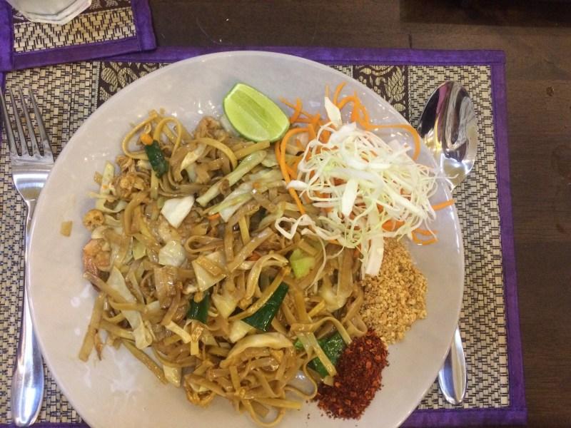 pad thai di restoran bangkok