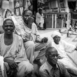 Orang Sudan berkumpul di pasar