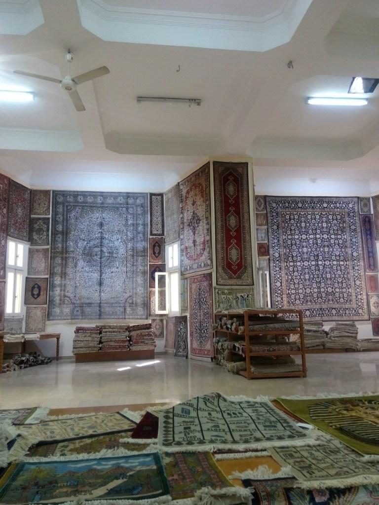 toko karpet di dekat komplek piramida