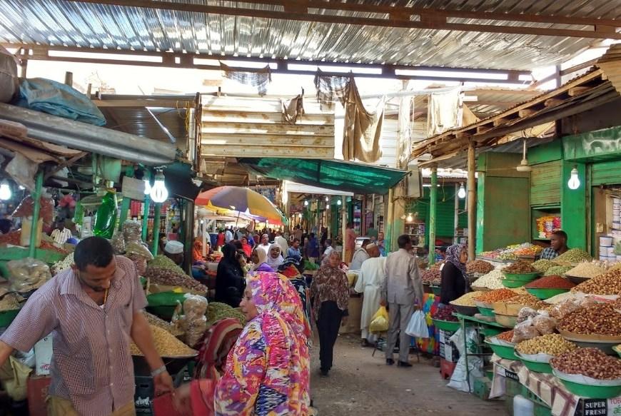 berbelanja di pasar omdurman
