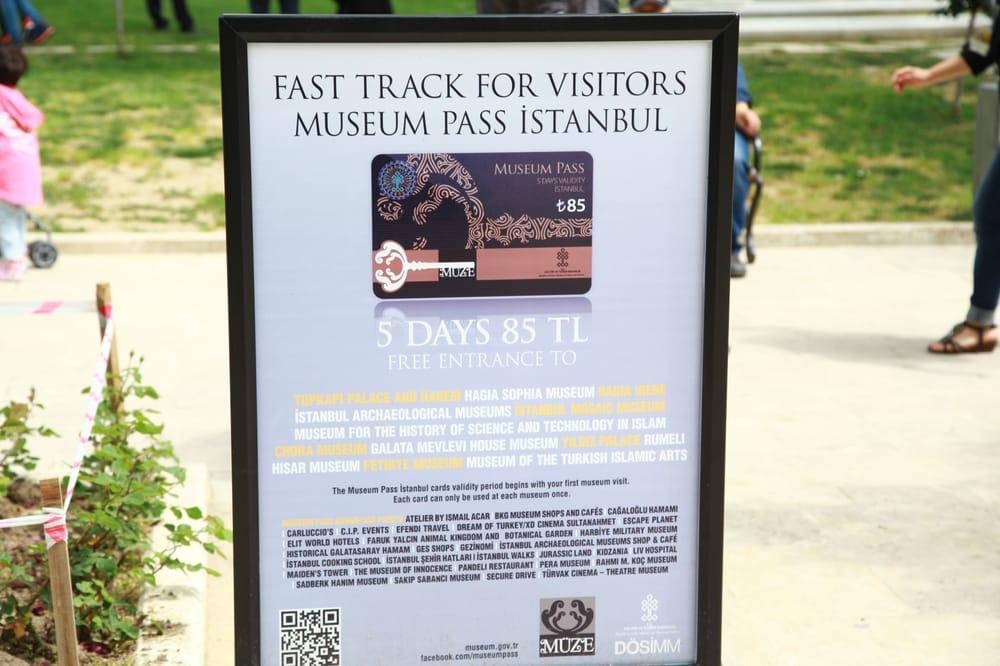 Dengan museum pass kita tidak perlu lagi antri di loket