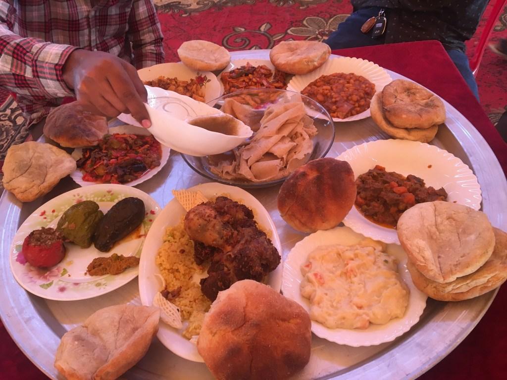 Menu makan tradisional di salah satu acara Pernikahan di Sudan