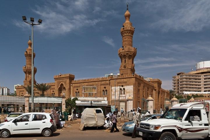 Masjid Al Kabir di depan Souq Arabi
