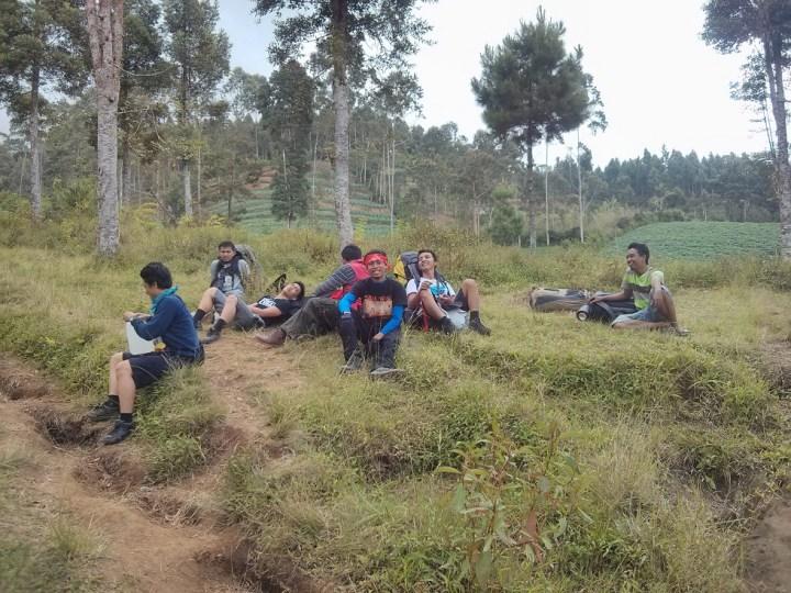 Beristirahat di posko Pendakian Gunung Slamet Desa Bambangan, Purbalingga