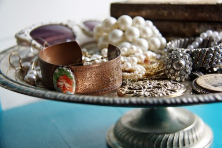 Cake Stand Jewelry Holder | redleafstyle.com
