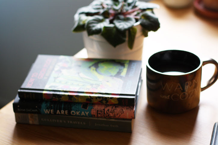 5 Reasons Decorating with Books Makes You Happy | redleafstyle.com