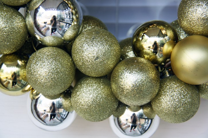Gold and silver Christmas ornaments | redleafstyle.com