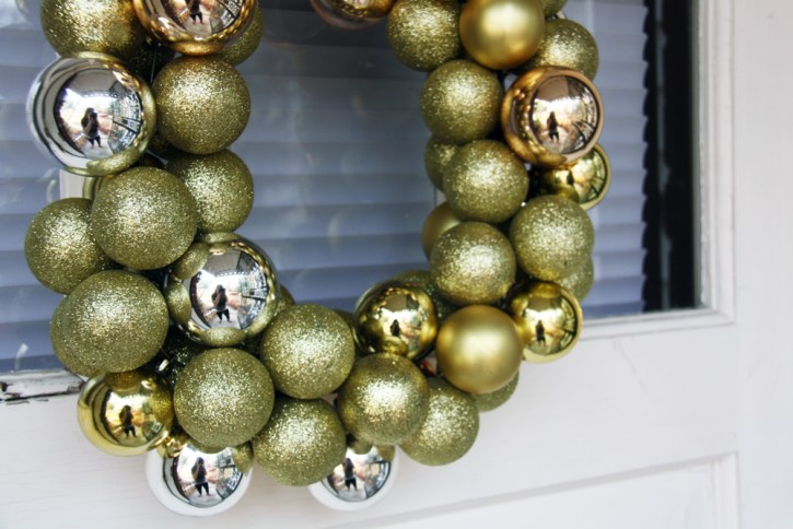 Gold and silver ornament wreath | redleafstyle.com