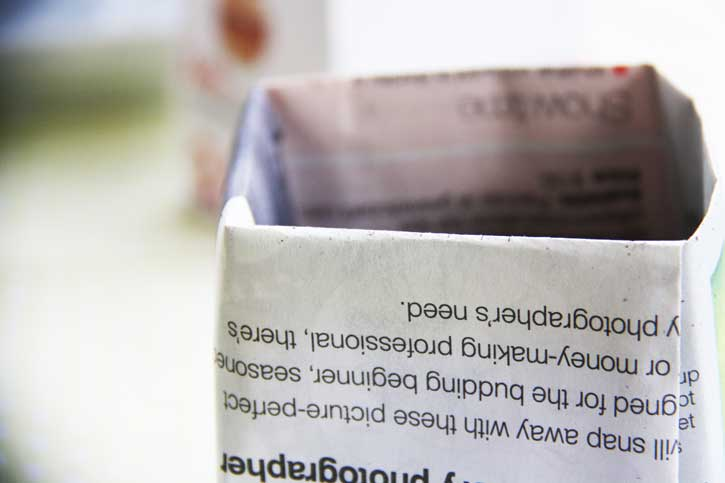 Fold newspaper pots to start seeds | redleafstyle.com