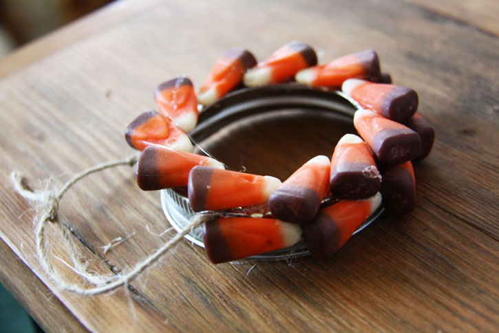 Mini Candy Corn Wreaths | redleafstyle.com