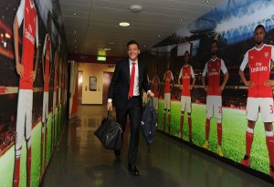 Key Arsenal star breaks silence after isolation of players