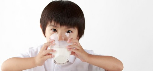 Kids who drink whole-fat milk are healthier than those who drink low-fat