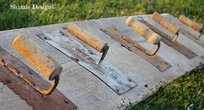 Trowel hooks shizzle design