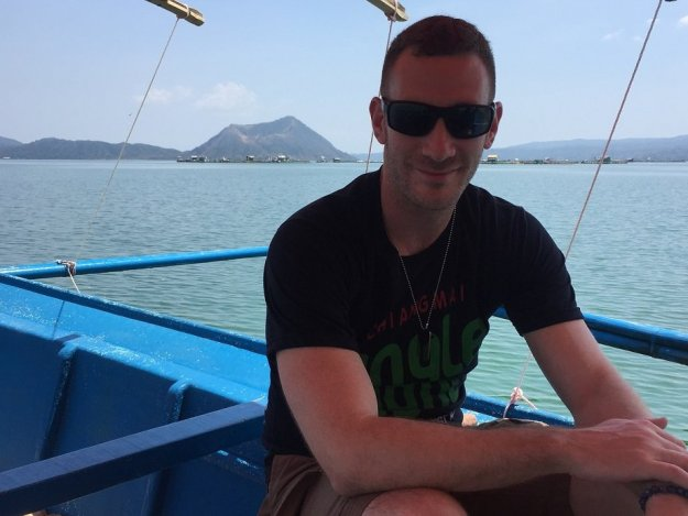 taal-lakke-boat-ride-tagaytay