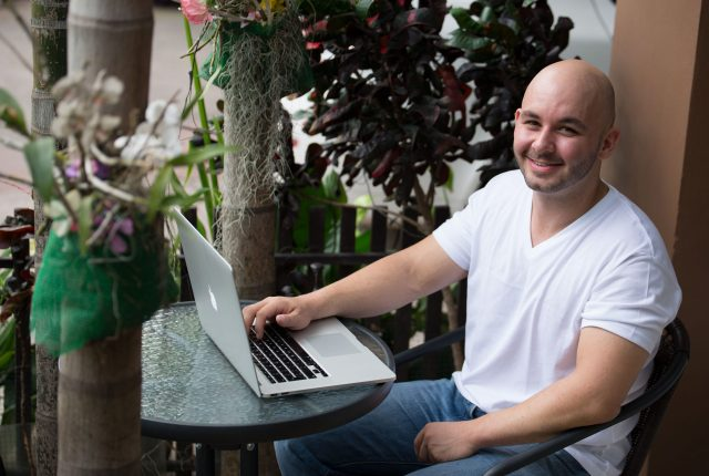 digital-entrepreneur-interview-brett-dev-on-laptop