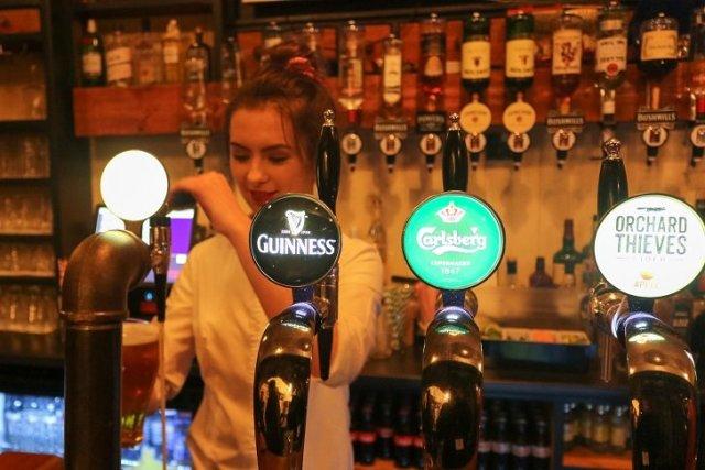 tbex-closing-party-bartender
