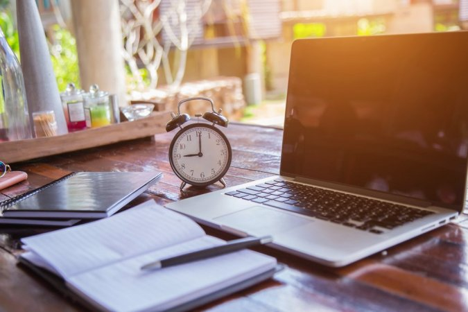 Tim Ferris started the 4-hour workweek movement long ago. Does it exist? Anything is possible. Here are some real statistics when it comes to how many hours digital nomads work.