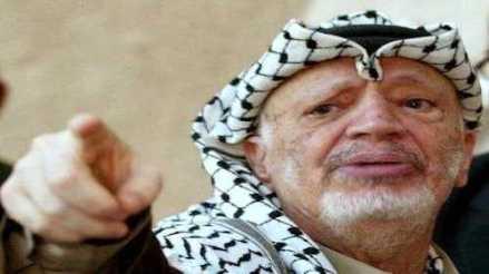 Yasser Arafat pointing his finger