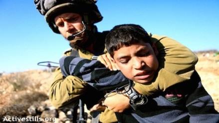 Israeli soldier arrests palestinian child