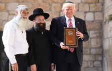 Trump at home with Jewish rabbis