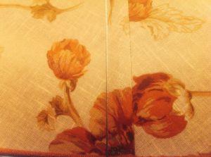 Die Blumen sind ein hübsches Detail einer Stehlampe im Spa.