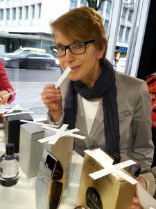 """Susanne Stoll von INSIDE beauty """"schnuppert"""" für die Duftstars"""