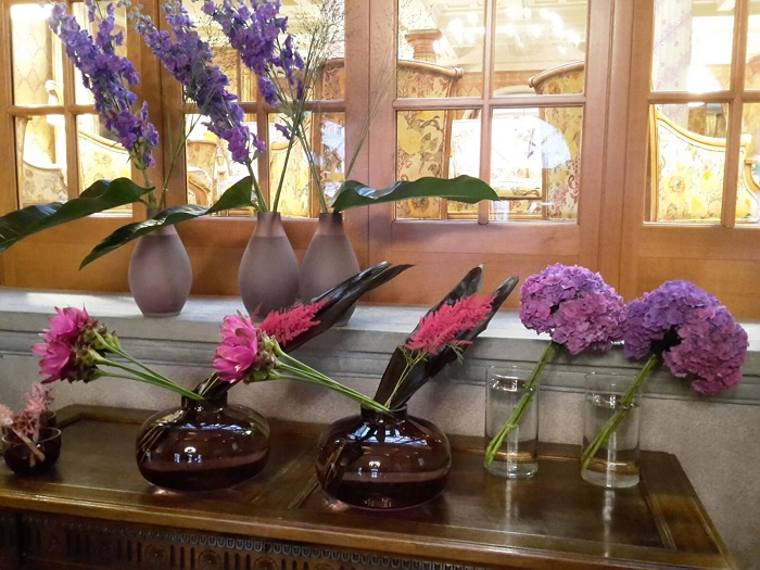 Blumen-Arrangements im Hotel Kulm St. Moritz.