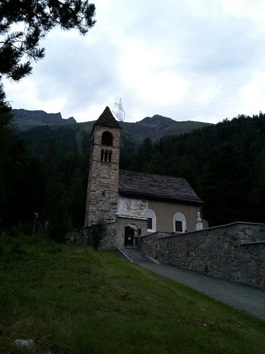 Ziel ist die kleine Kapelle Santa Maria, in der romanische Fresken zu besichtigen sind.