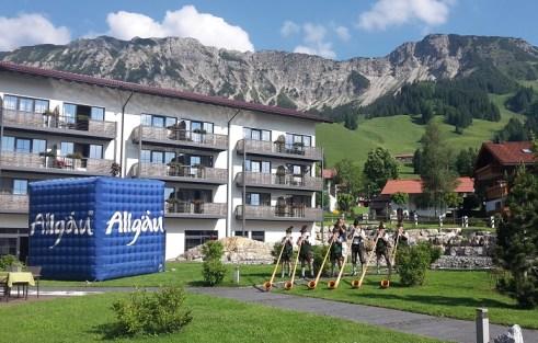 Einstimmung mit Alphornbläsern vorm Panoramahotel Oberjoch