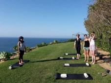 Yogalehrerin Joanna lässt die Teilnehmer an ihrem Kurs den wundervollen Blick erleben.