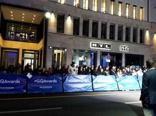 Großes Gedränge vor der komischen Oper in Berlin, denn viele Stars wurden zur GQ Verleihung erwartet.