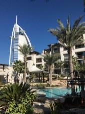 Erste Station: das Al Naseem - gehört zu Madinat Jumeirah. Das riesige Resort hat verschiedenen Hotels. Das erst vor kurzem eröffnete Al Naseem ist erst vor kurzem eröffnet worden und bietet einen tollen Mix aus modernen Elementen und Tradition. Nicht Zuviel nicht zu wenig.