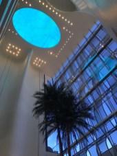 Aber ein Kleinod. Anders als all die anderen Hotels in Dubai. Klein und fein mit einem besonderen ganzheitlichen Konzept. Es gibt keinen Alkohol.