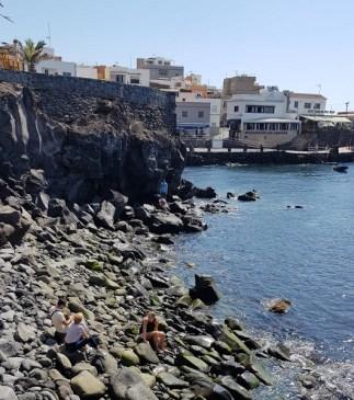 Nur wenige Kilometer entfernt der Touristenplätze findet man immer wieder wunderschöne Fischerdörfer, in denen die Zeit stehengeblieben scheint, wie ... in La Caleta oder in El Medano. Tipp: Fisch und Meeresfrüchte gibt es fangfrisch und fantastisch im Restaurant Los Abrigos Perla del Mar.
