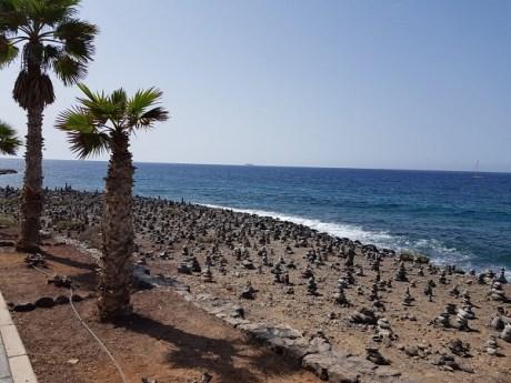 Zum nahen Fischerort La Caleta sind es rund 2.5 Kilometer. Wunderschön ist der Weg an der Küstenpromenade und am Meer.