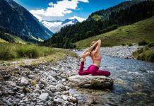 Yoga mit Gipfelblick: Das ist möglich im Traumhotel Alpina in Gerlos. Foto: yogaescapes.de