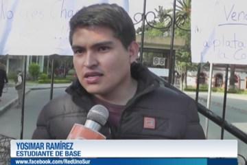 GRUPO DE ESTUDIANTES TOMAN EL CAMPUS UNIVERSITARIO