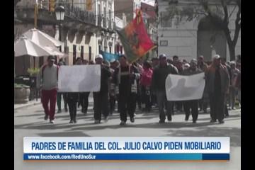 PADRES DE FAMILIA DEL COLEGIO JULIO CALVO PIDEN MOBILIARIO