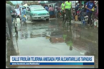 CALLE FROILÁN TIJERINA ANEGADA POR ALCANTARILLAS TAPADAS