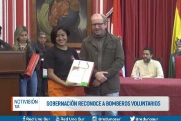GOBERNADOR RECONOCE A BOMBEROS VOLUNTARIOS
