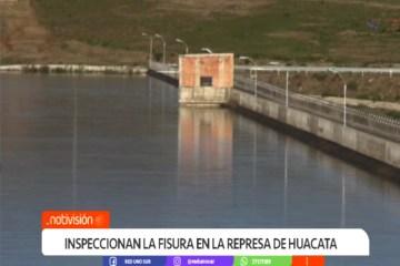 INSPECCIONAN LA FISURA EN LA REPRESA DE HUACATA