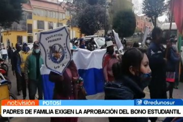 PADRES DE FAMILIA EXIGEN LA APROBACIÓN DEL BONO ESTUDIANTIL
