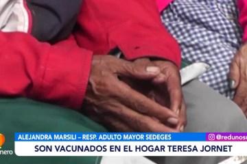 ADULTOS MAYORES SON VACUNADOS EN EL HOGAR TERESA JORNET