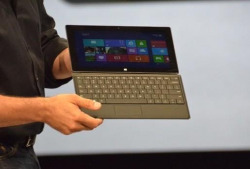 Microsoft agrega otro accesorio a su nueva tablet, esta vez, un teclado completo con teclas verdaderas y de solo 5mm de espesor.