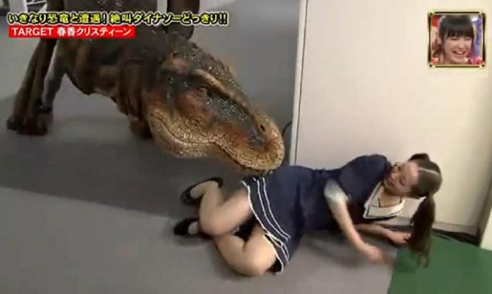 Hilarious-Japanese-Dinosaur-Prank