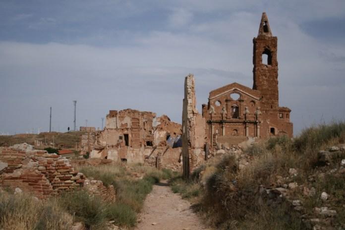 Belchite_y_Torre_de_San_Martín_de_Tours,_Belchite_ (1024x683)