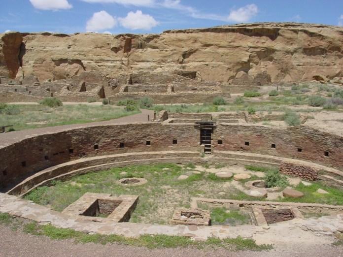 Chaco_Canyon_Chetro_Ketl_great_kiva_plaza_NPS (1024x768)